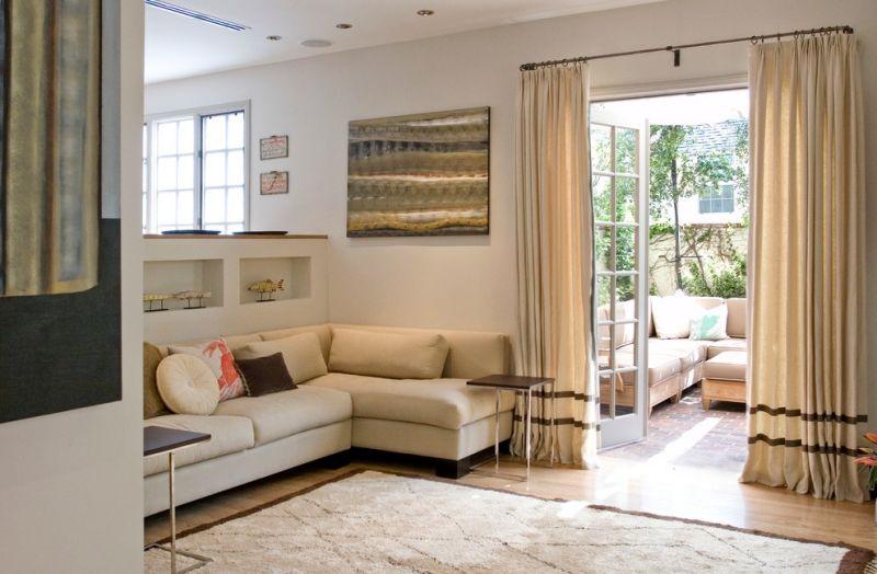 Kleines Zimmer Einrichten Wohnzimmer Sandfarbe Moebel Shaggy Teppich