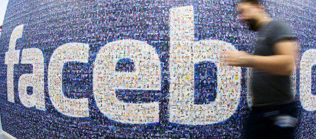 Anche Facebook festeggia il Capodanno: fuochi d'artificio in timeline  #follower #daynews - http://www.keyforweb.it/anche-facebook-festeggia-capodanno-fuochi-dartificio-timeline/