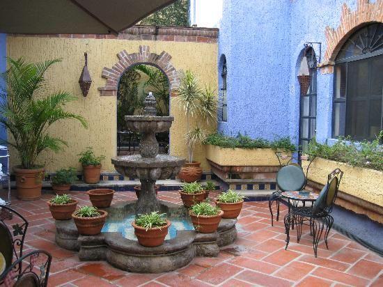 Pin de flor de guisante en patios mexicanos y andaluces - Fuentes de patio ...