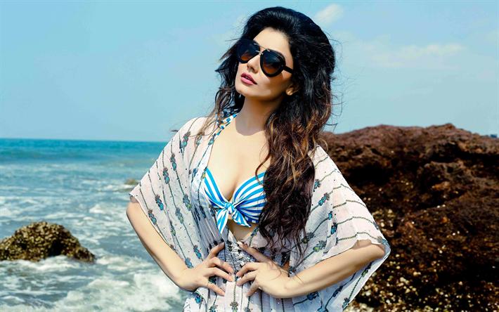 Lataa kuva Kangana Sharma, 4k, Bollywood, intialainen näyttelijä, kauneus, ruskeaverikkö, ranta