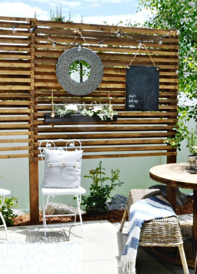 Merveilleux How To Build An Inexpensive Privacy Trellis For A Patio. From  MyFabulessLife.com