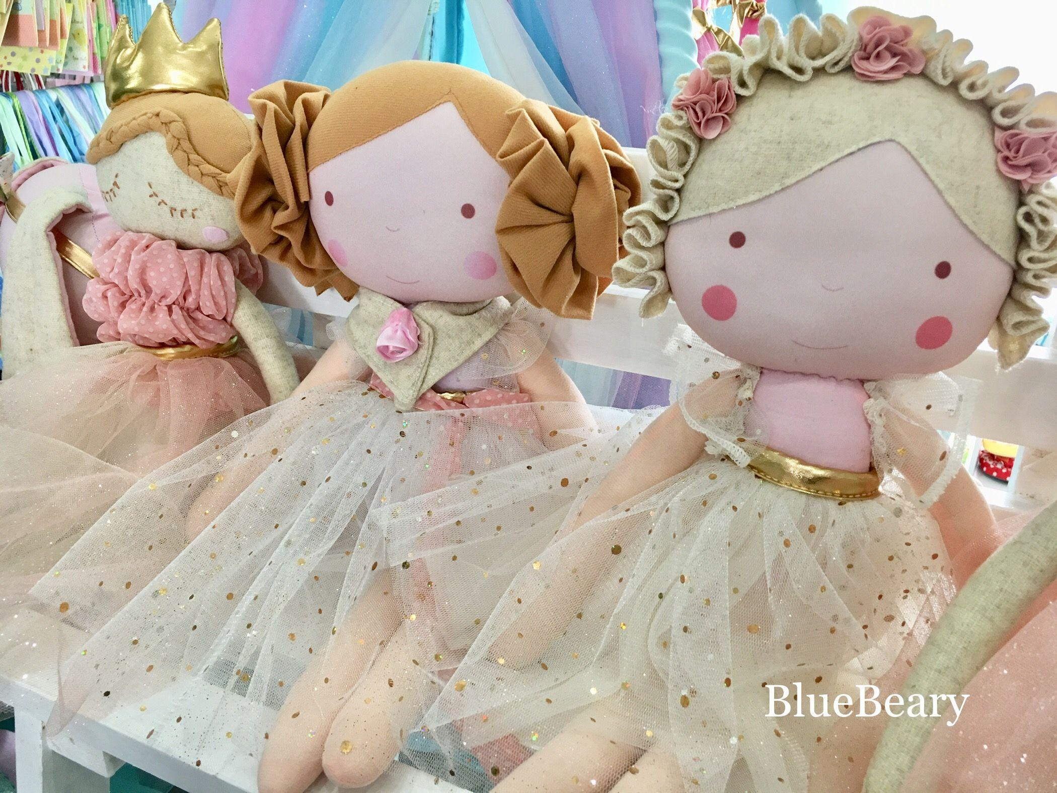 Dolls. Muñecas.