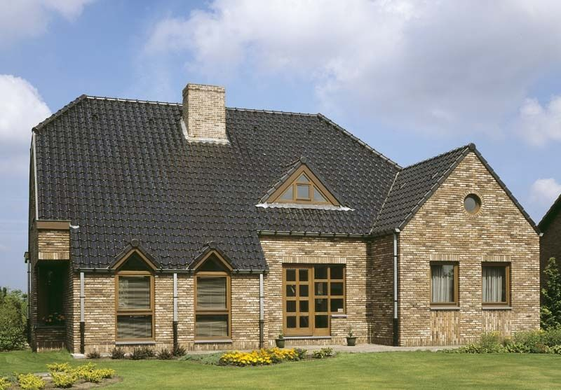 Keramische dakbedekking voor duurzame onderhoudsvriendelijke dakpannen met een lange levensduur. Panmodel: VHV mat zwart verglaasd