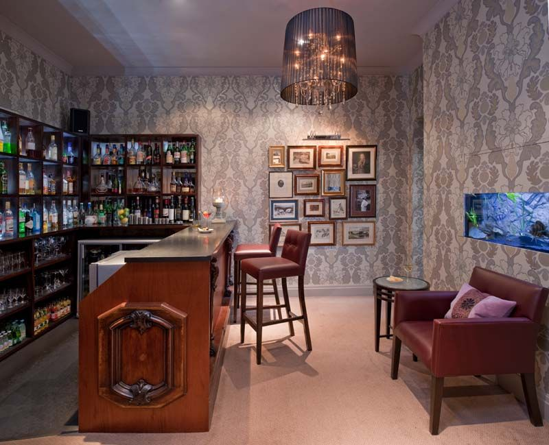 Linthwaite House - Enjoy a pre dinner drink in our bar, accompanied by our fish.