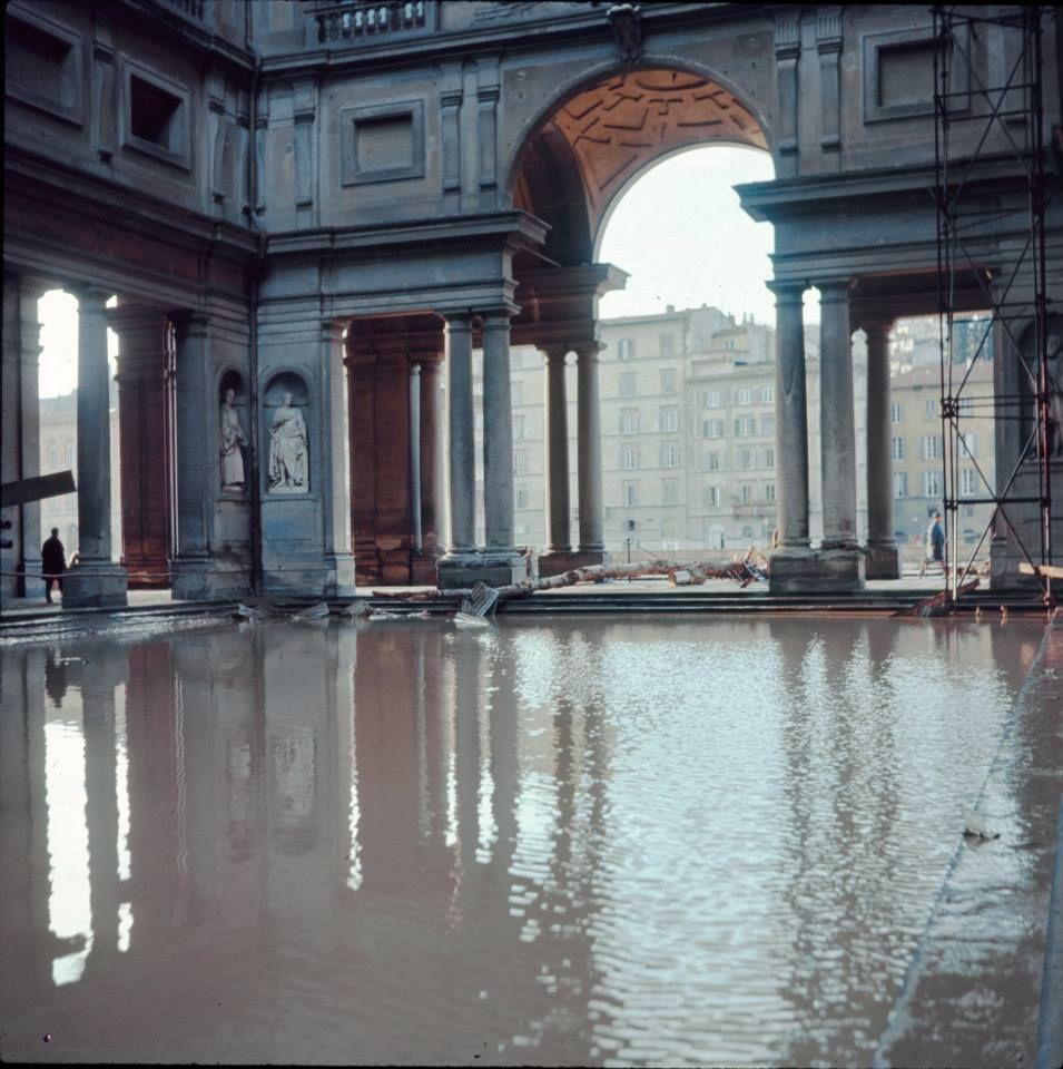 The flood. 4 November 1966. Piazza degli Uffizi, Florence.