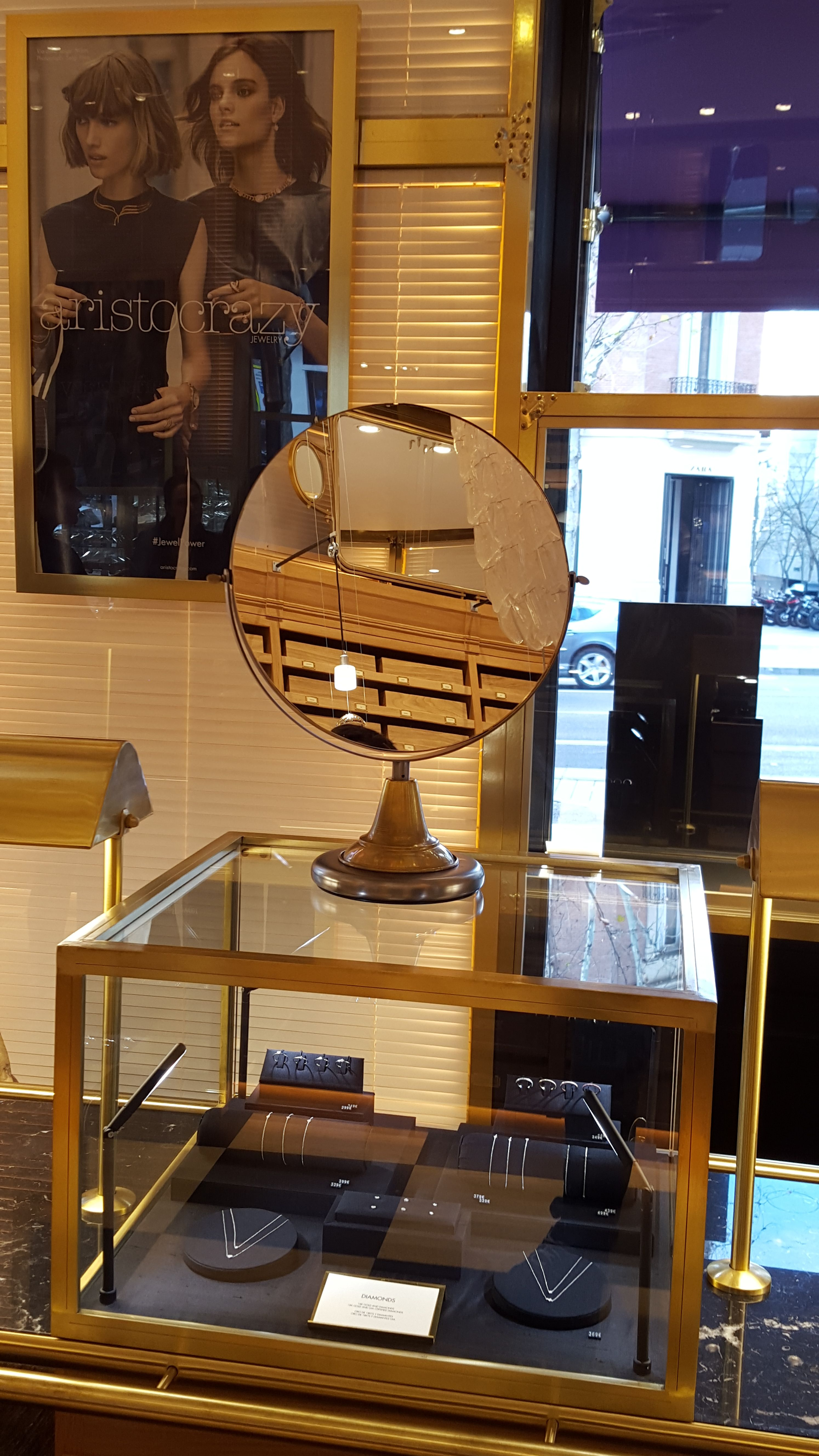 Proyecto Mueble Funcional Diseño De Mobiliario A Medida: Espejo Vintage Para Una Joyería Fabricado Por Dajor