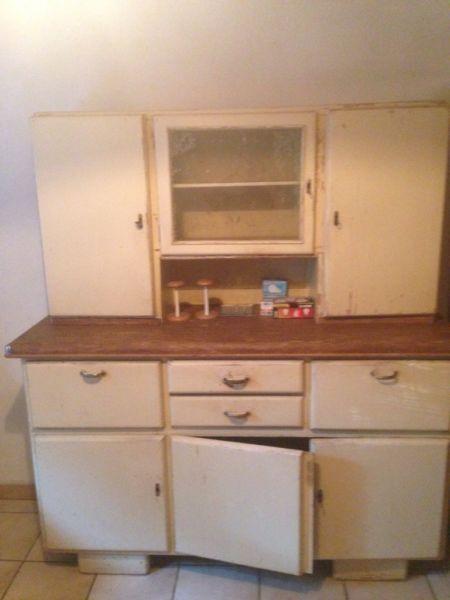 Verkaufe ein altes Küchenbüffet Es ist Restaurierungsbedürftig - küchen gebraucht kaufen