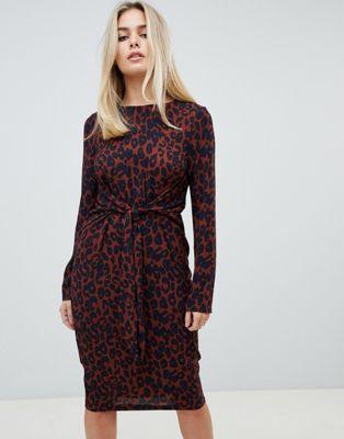 4f4f4fa6734 Платье миди с завязкой спереди и леопардовым принтом PrettyLittleThing