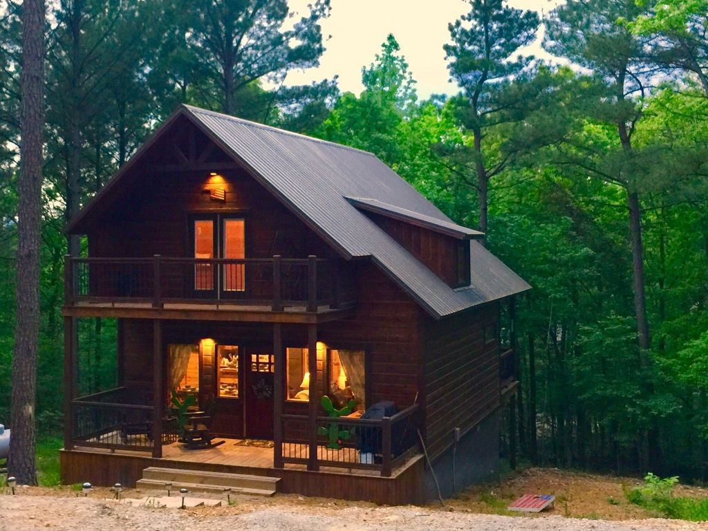 Built In 2018 Private Romantic Yet Family Friendly Within Mins Of Town Lake Broken Bow Town Lake House Styles Broken Bow