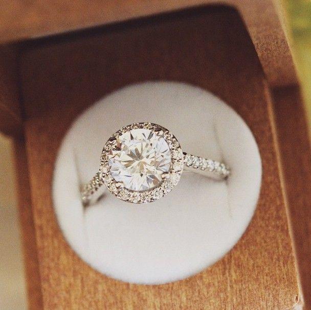 Endless sparkling diamond ring