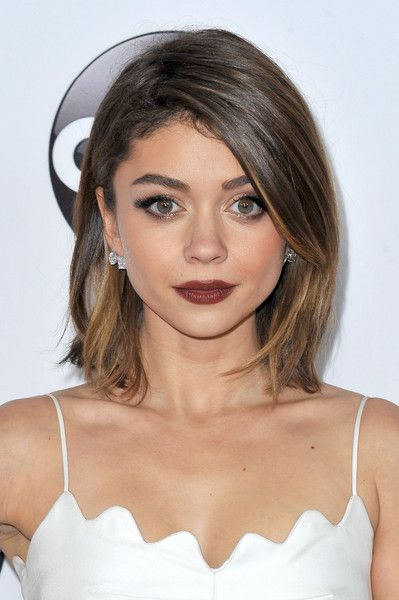 Sarah Hyland Side Parted Straight Cut Hair Pinterest Short