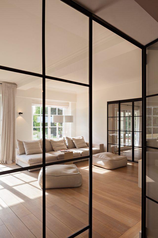 Luxe meubels in woonkamer ontwerp met open haarda | Living room ...