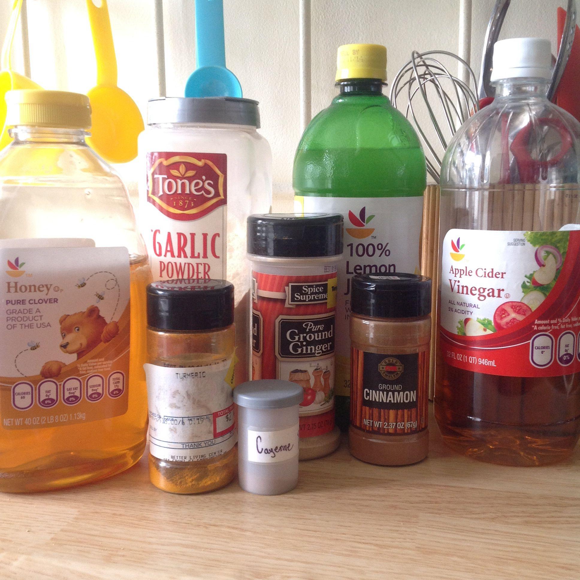 Cold cocktail: mix honey, lemon juice, apple cider vinegar
