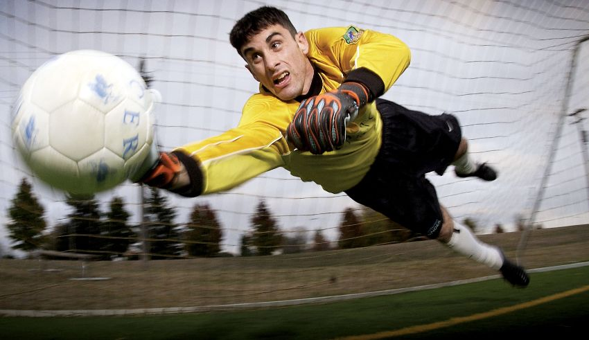 Un Portiere All Opera Nel Riapprocciare Il Ritorno Fra I Pali Soccer Tips Play Soccer Soccer