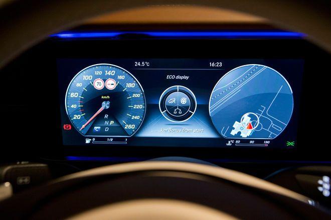 2017 Mercedes Benz E Class 12 Interior Design Features Benz E Class Mercedes Mercedes Benz