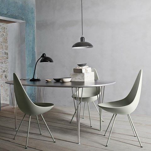 SPISEBORD-dager! 10% rabatt på alle bestillinger t.o.m. 5 mars 😃 her ser du det klassiske Ellipse bordet og Drop stoler fra @fritz_hansen 👌🏻👌🏻👌🏻#spisebordverketinteriør #spisebord