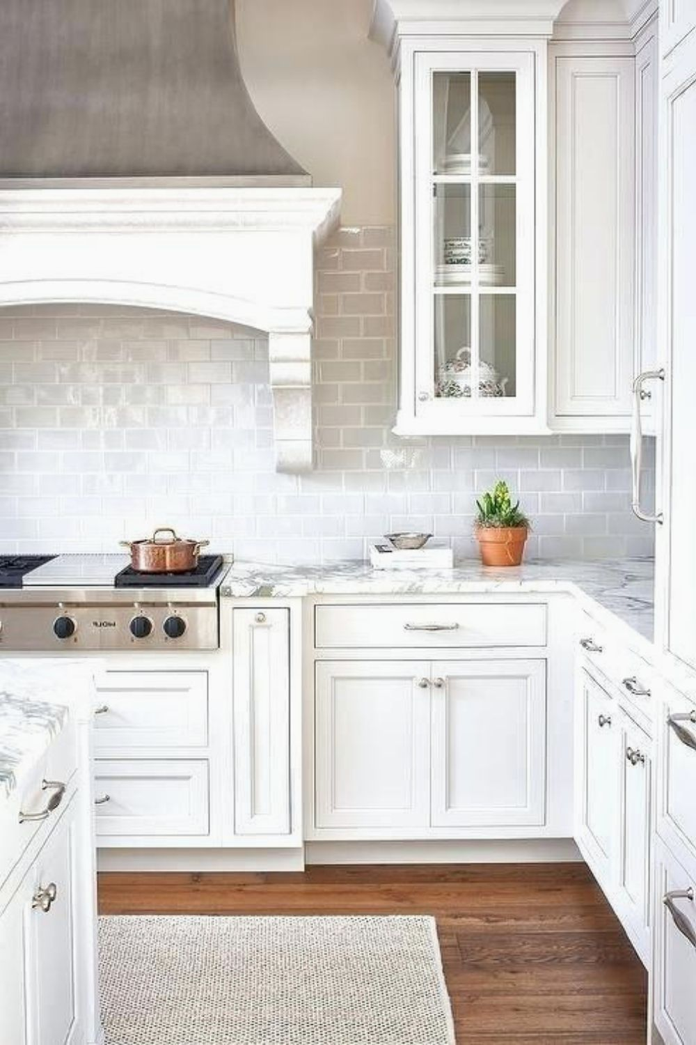 Ultimate White Kitchen Creamy to add to your own home 845 #closetdesign #kitchendecor #kitchens #luxurykitchen #closets #KitchenCabinets #WhiteKitchen #kitchenideas #kitchendesignidea