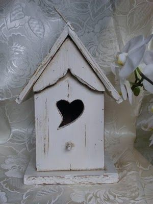birdhouse, heart entrance