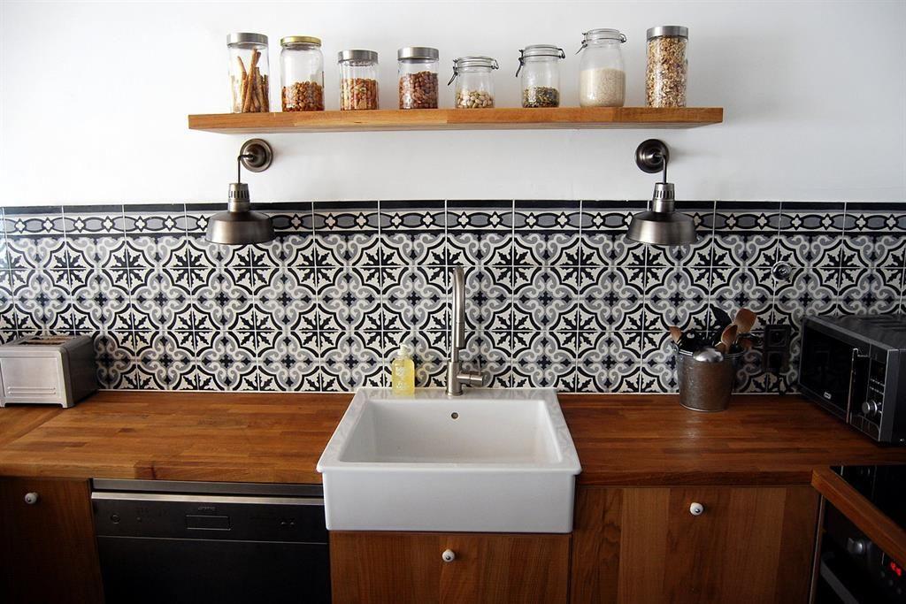 Cuisine Moderne En Bois Et Carrelage Ancien Déco Crédence - Carrelage mural cuisine avec motifs pour idees de deco de cuisine