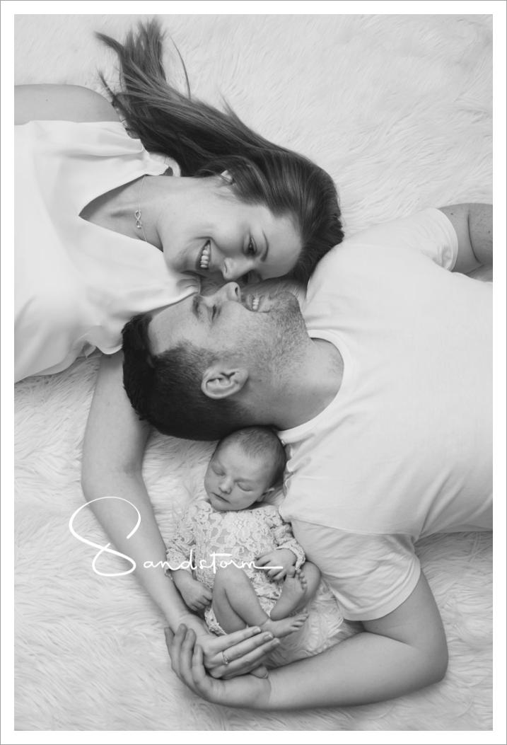Beautiful family moment... #familyphotoshoot #newbornphotographyideas #babygirl #newbornphotographernottingham #newbornbabyphotography #bestnewbornphotographers #babyphotoshoot