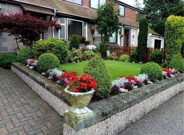 20 Beautiful Front Garden Ideas That Can Make You Fall In Love Homely Front Garden Design Garden Design Small Gardens