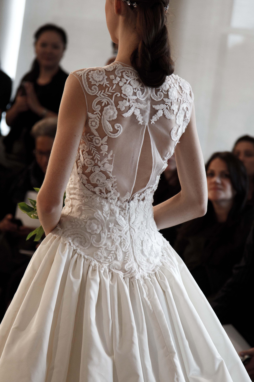 THE back ... Oscar de la Renta Bridal 2015 - #odlr www.ninagarcia.com