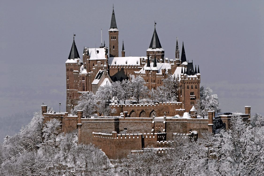 Hohenzollern Castle Snow Falling Hohenzollern Castle Located About 50 Kilometers South Of Stuttgart Is C Hohenzollern Castle Germany Castles Castle Pictures