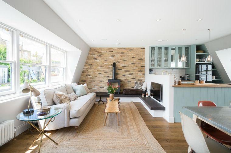 open space con cucina a u divano bianco, parete con mattoni a vista ...