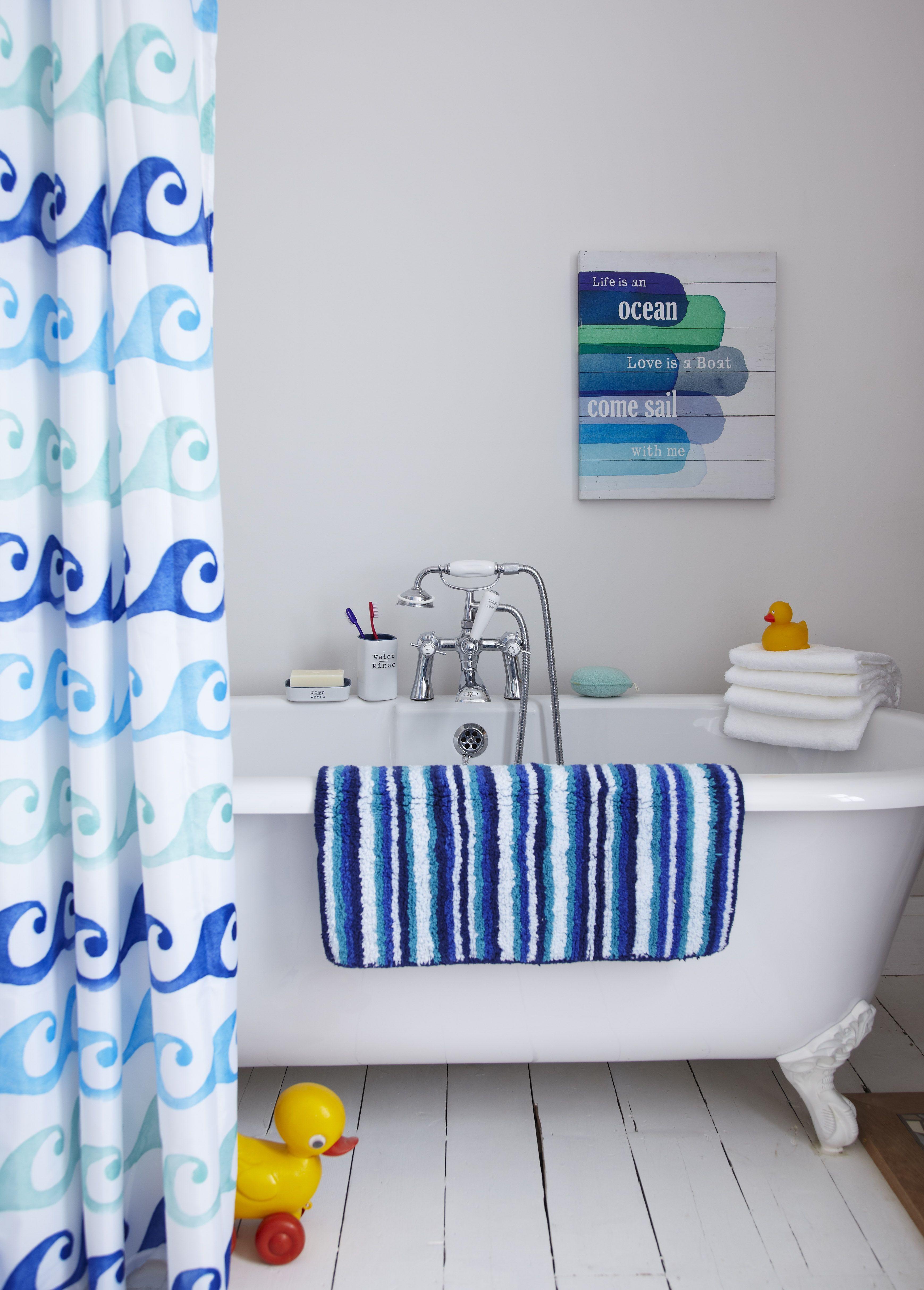 Nautical blue bathroom tub setting | Spring/summer interior ideas ...