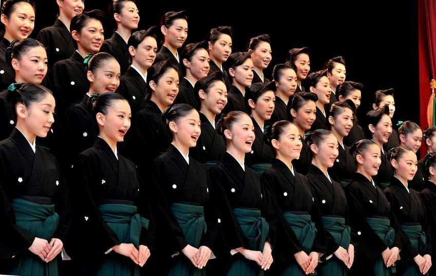 Takarazuka Music School's 100th graduation: class photo 01