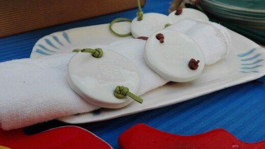 Porta tovaglioli e segna posto in ceramica