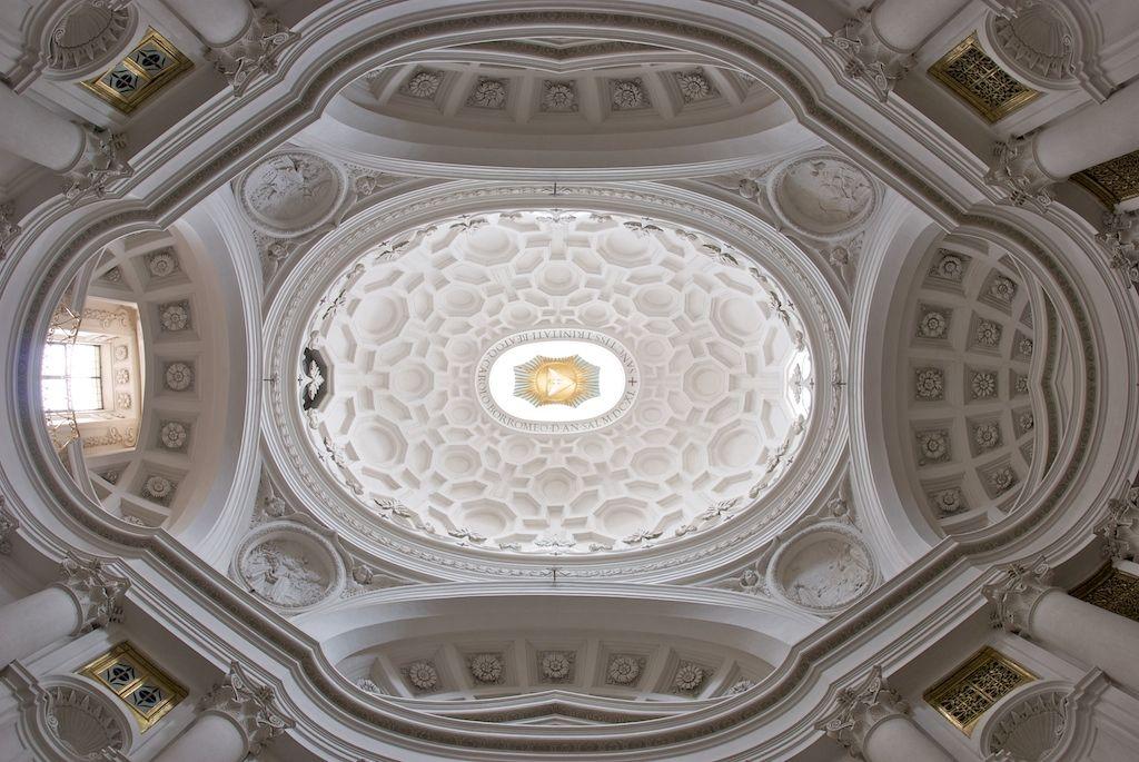 Ceiling of san carlo alle quattro fontane rome for Architettura e design roma