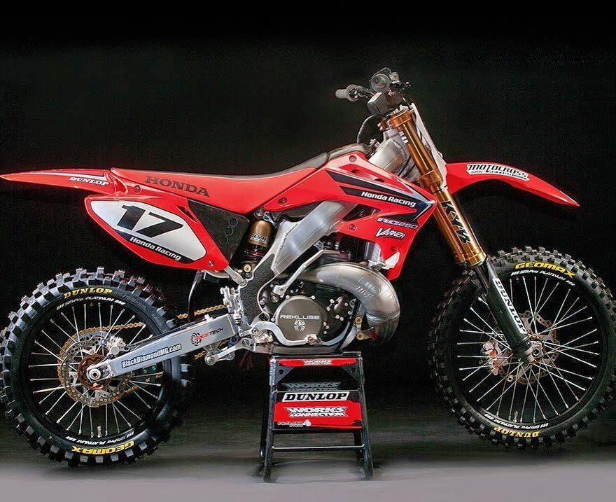 Our Ultra Trick 3 Speed 2003 Honda Cr250 2stroke We Built In The Studios Of Mxa One Of The Best Features Of The Bike Was Its Honda Dirt Bike Honda Motocross
