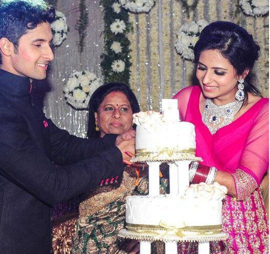 Sargun Mehta And Ravi Dubey Wedding Reception Stills