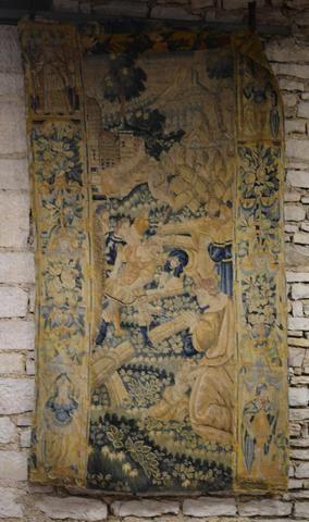 Fragment de tapisserie à scène de moissons devant un château fort.