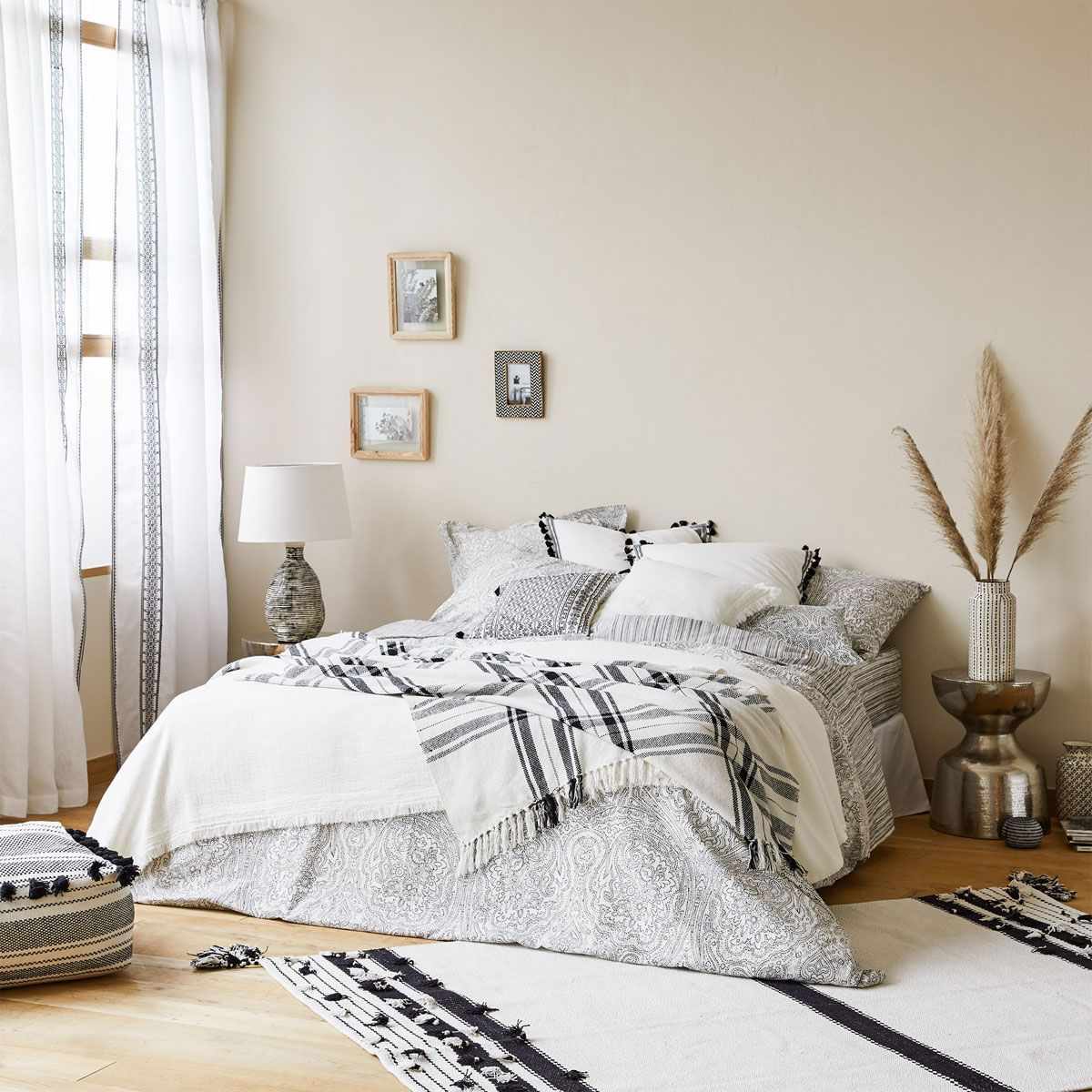 Zara home interior design - Tapis En Coton Pompons Blancs Et Noirs Stripe Printzara Homethe