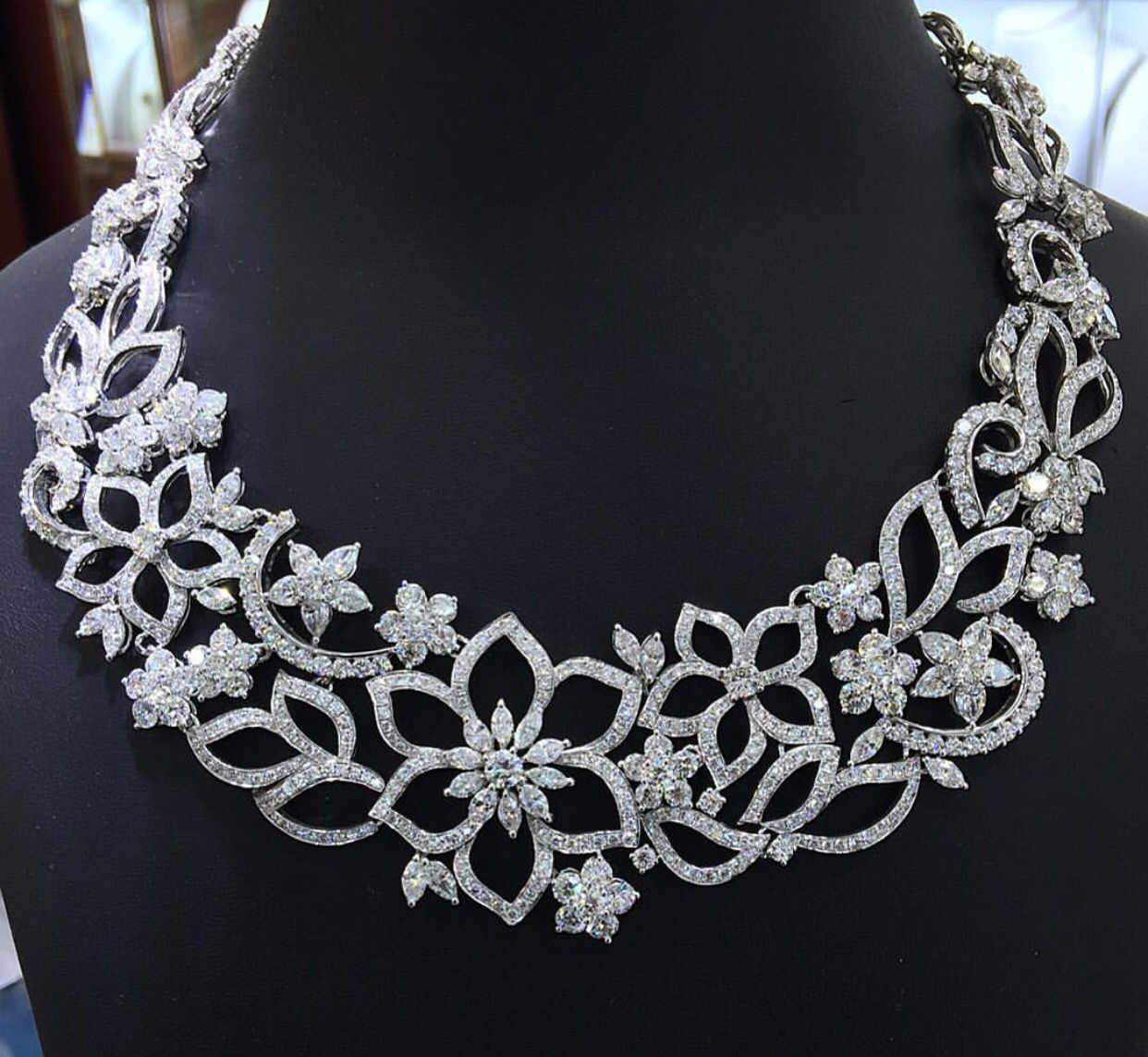 Gabrielleus amazing fantasy closet diamond necklace design