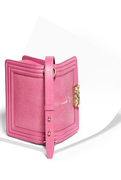 b8268b06ca3e Louis Vuitton · Petit sac boy CHANEL, galuchat, agneau   métal doré-rose -  CHANEL Petit
