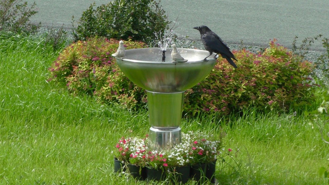 DIY water fountain from buckets and bowls has automatic