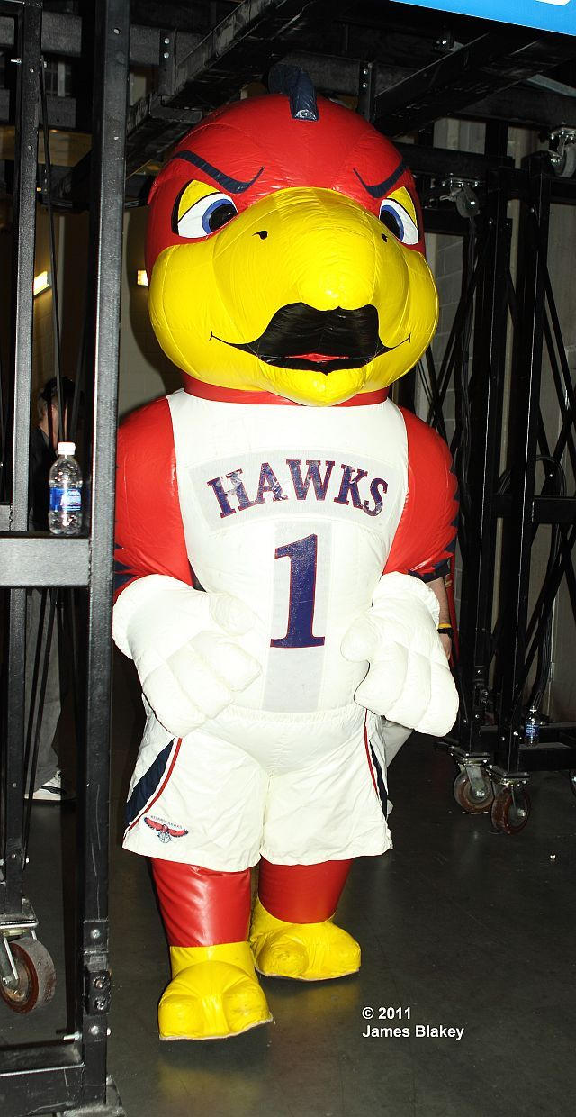 Inflatable Counterpart Of Atlanta Hawks Mascot Harry The Hawk Nba League Atlanta Atlanta Hawks