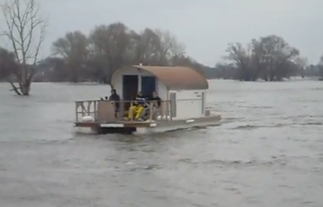 Small Houseboats | ... of a craze for pontoon houseboats, and some ...