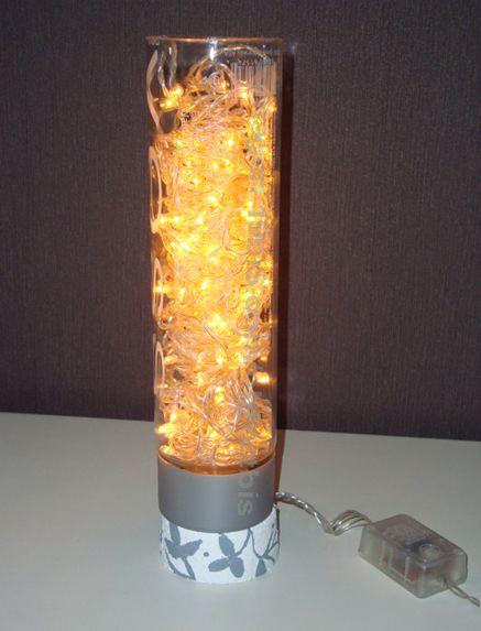Reciclar botella de vidrio de agua y luces de navidad para for Reciclar botellas de vidrio
