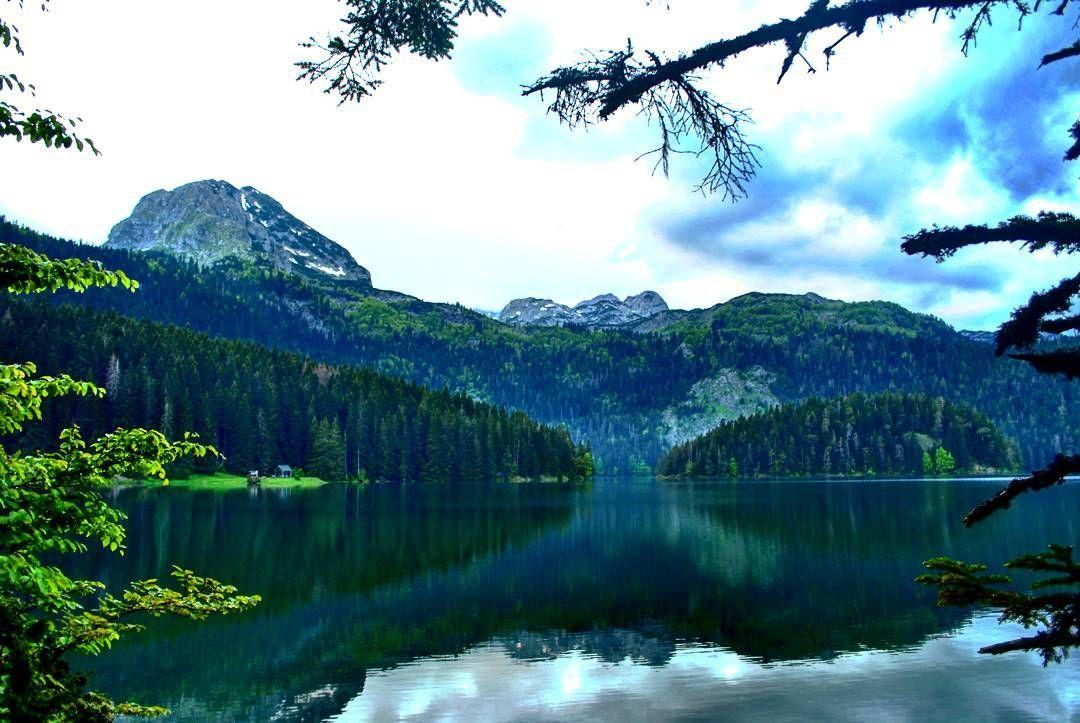 #durmitor #montenegro #durmitornationalpark #mountain #lake #reflection #wonderland #черногория #природа #landscape #озеро #wonderful #exceptional_pictures #amazing #bestdestinations #incredible #unesco #exceptional_pictures #unescoworldheritagesite #glacierlake #geography  #globe_travel #ig_montenegro #travel #traveling http://tipsrazzi.com/ipost/1514010593463858271/?code=BUC2Jz5l3Rf