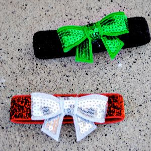 Very Merry Holiday Bow Bracelets | AllFreeJewelryMaking.com
