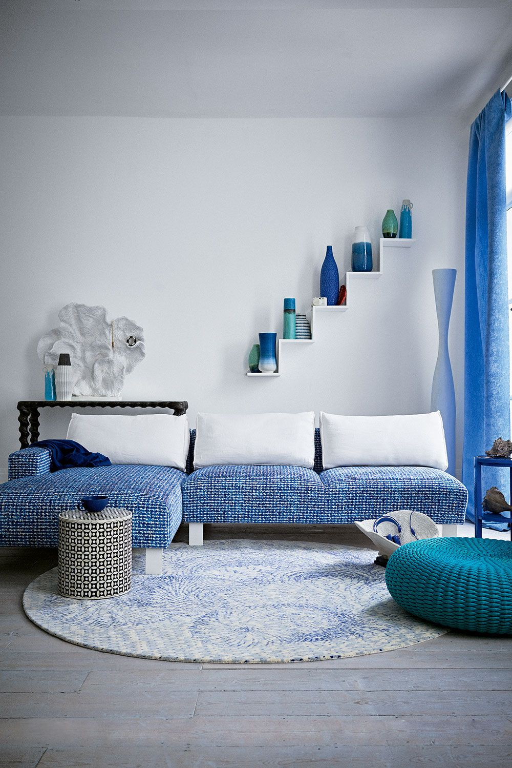 Photo of Blue Lagoon and Mediterranean hues: green and blue living room inspiration