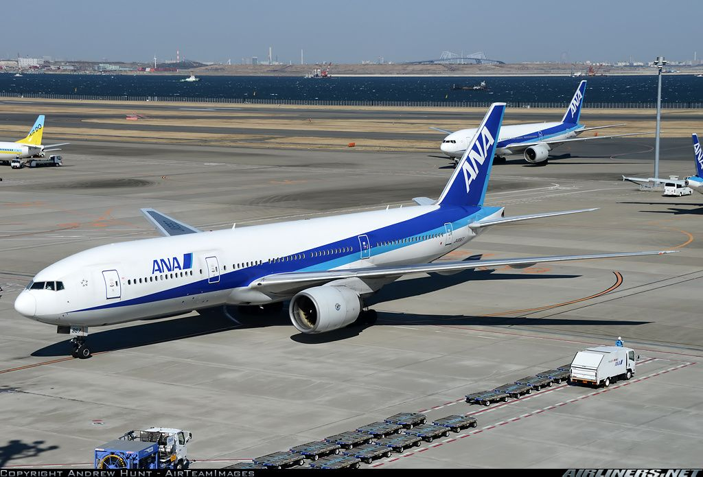 Boeing 777-281 aircraft picture