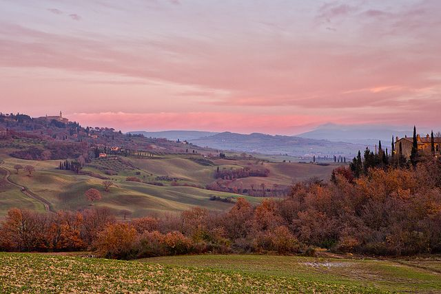 val d'orcia all'imbrunire by Giuseppe Moscato, via Flickr