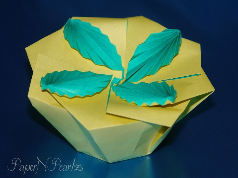 A four-leaved #tato. #singlesheet #origami #box #origamipaper #paperart #paperfolding #origamilove #paperartist #handcrafted #papernpearlz #origamiart #origamiindia #DIY #japanese