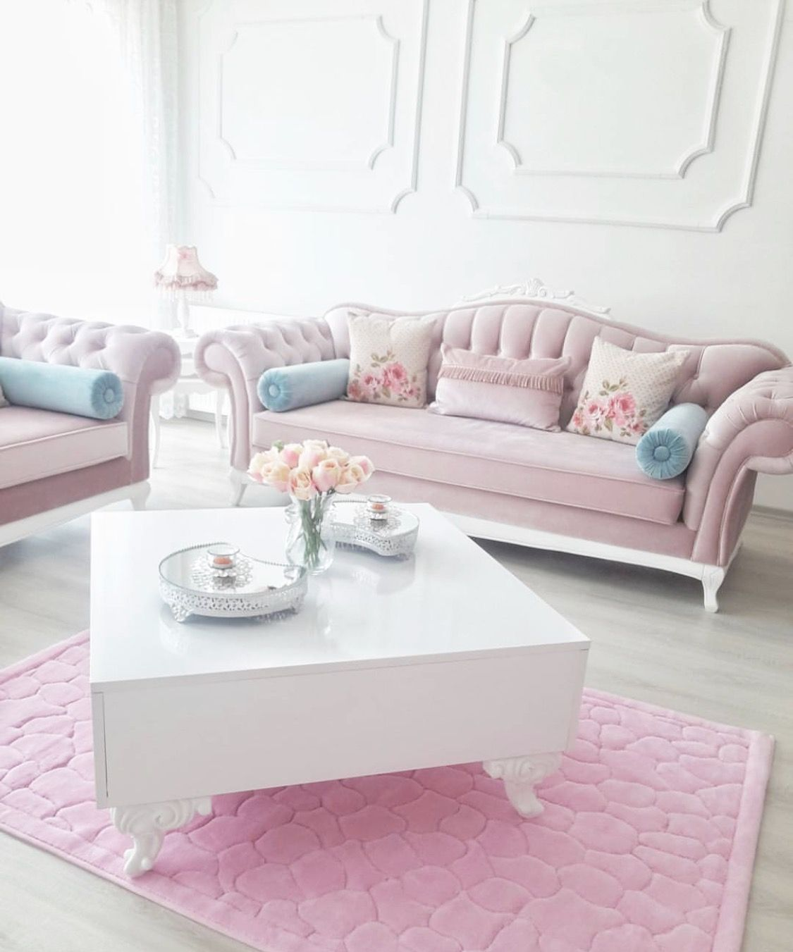 15 beautiful homes that are sure to make your heart skip a beat romantic living room feminine living room luxury living room
