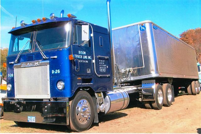 Commercialmotor.com - Classic Yankee cabovers from Gary and Dan on Biglorryblog...they don't make 'em like that anymore!
